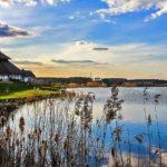 chill i grill wakacayjne atrakcje na mazurach na tle jeziora
