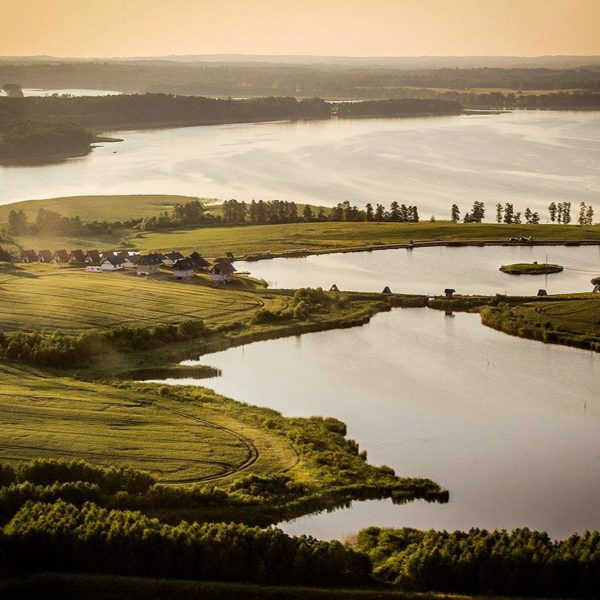 jezioro degujny z lotu ptaka i ośrodek sterla masuria